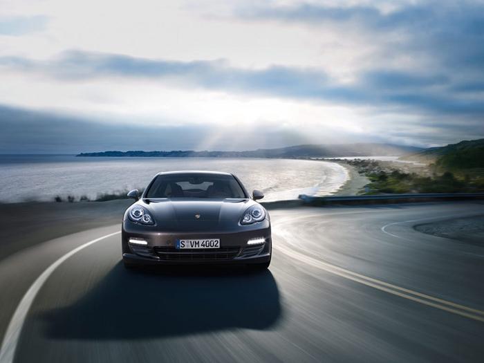Wie wil er rijden in een Porsche Panamera S Hybride?